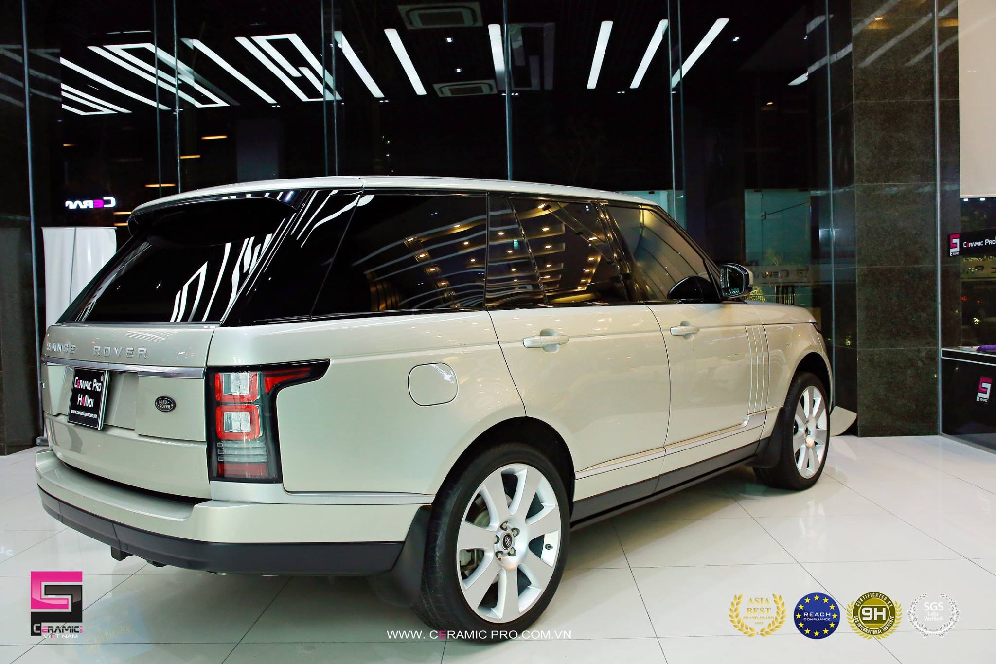 Range Rover Supercharged PLATINUM (10 lớp phủ